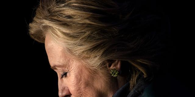 Clinton reageert op verlies verkiezingen, bekijk haar speech hier live