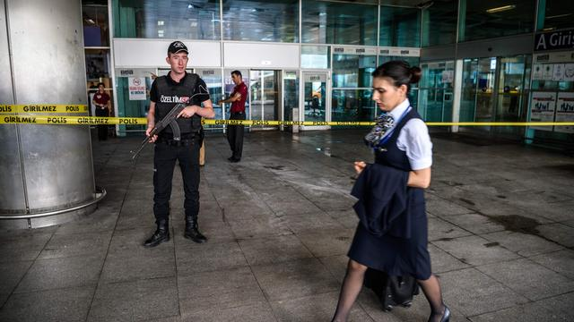 Dertien verdachten aanslag luchthaven Istanbul blijven vastzitten