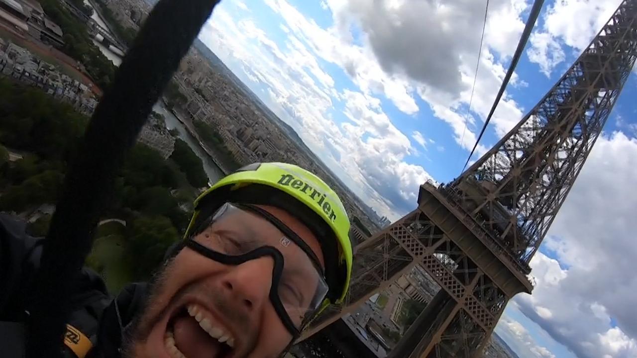 Bezoekers Eiffeltoren tokkelen naar beneden tijdens evenement