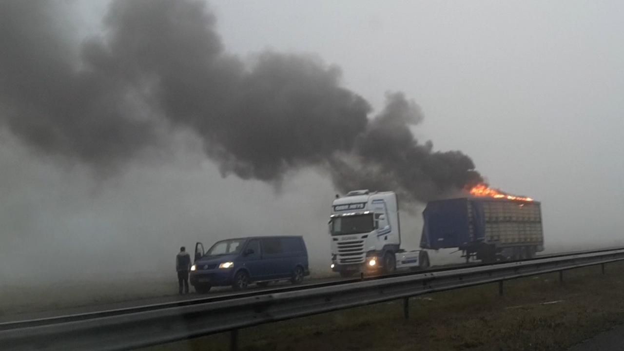 Brand in vrachtwagen met kippen op A7