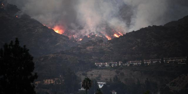 Ruim 23 vierkante kilometer bos in vlammen op bij Los Angeles