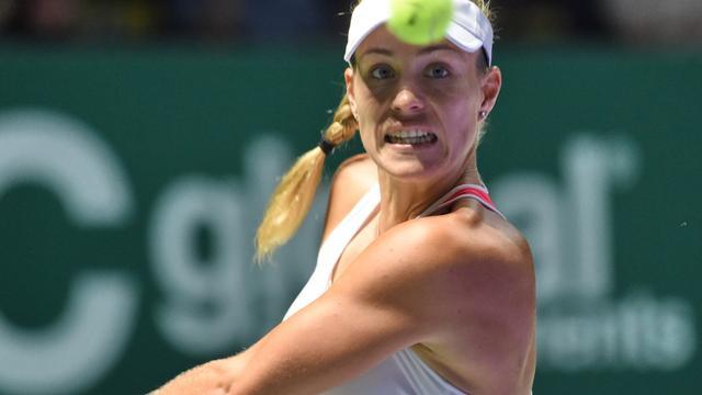 Kerber en Cibulkova naar halve finales bij WTA Finals