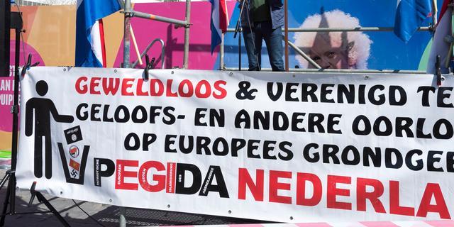 Pegida niet gestraft voor plaatsen kruizen bij moskee Enschede