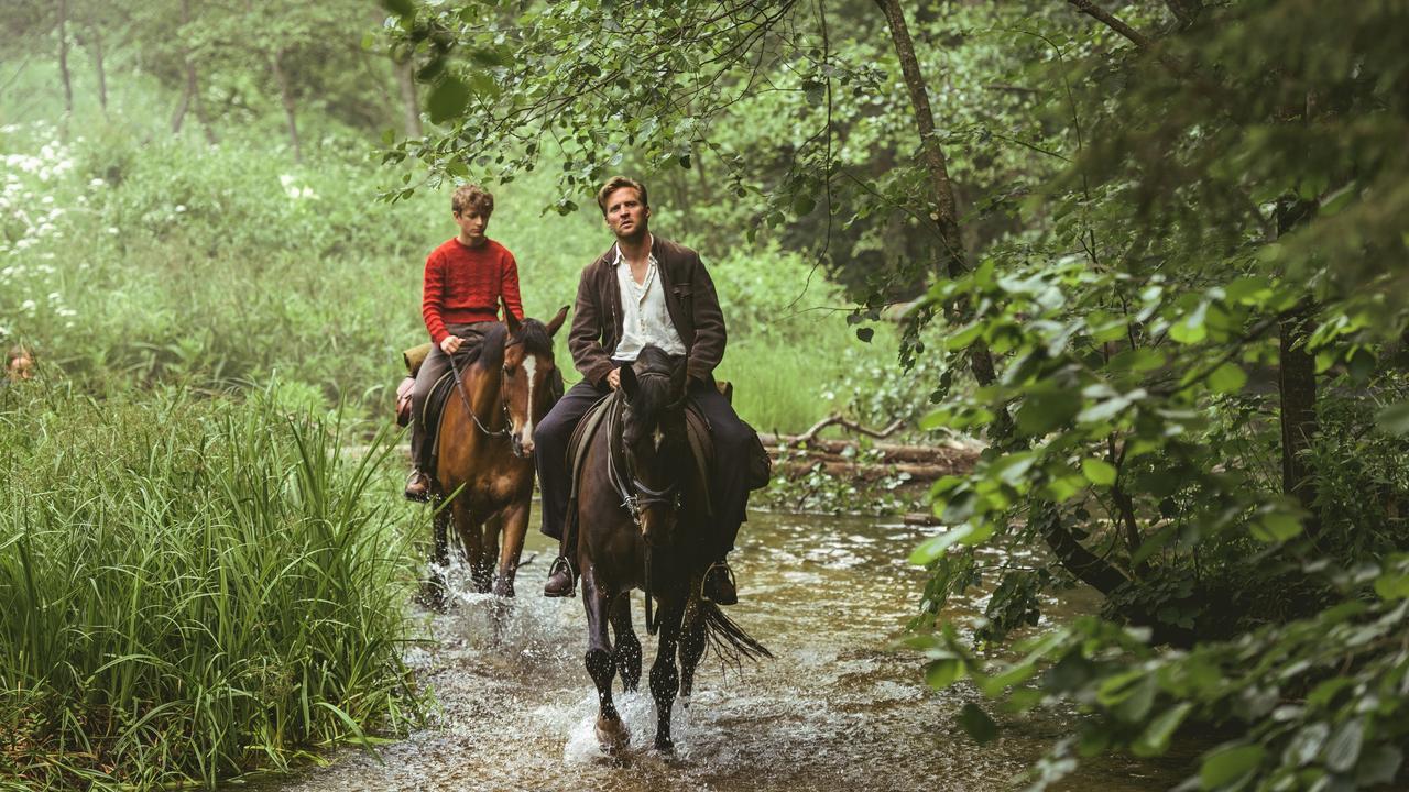 Bekijk hier de trailer van Out Stealing Horses