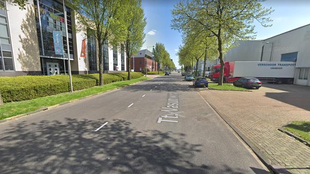 Automobilist wordt onwel en botst tegen gevel in Noord