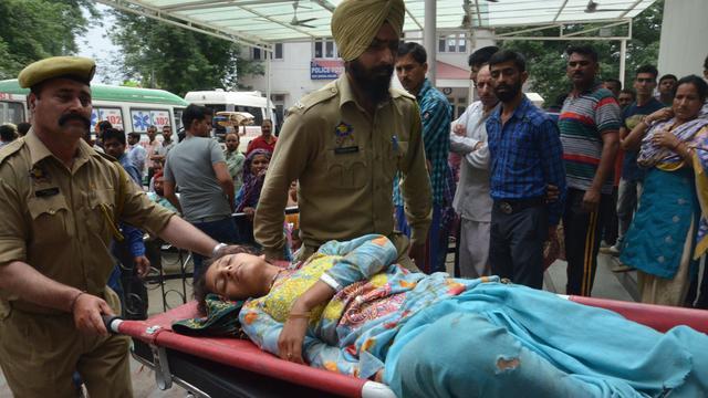 23 doden bij busongeluk Kashmir