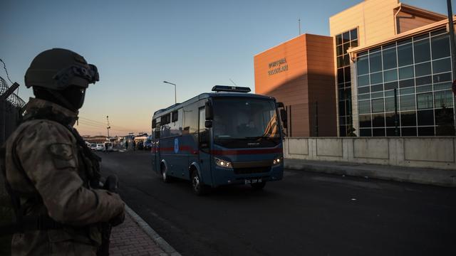 Eerste rechtszaak tegen vermeende coupplegers in Turkije begonnen