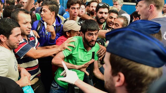 Duizenden vluchtelingen bij station Boedapest