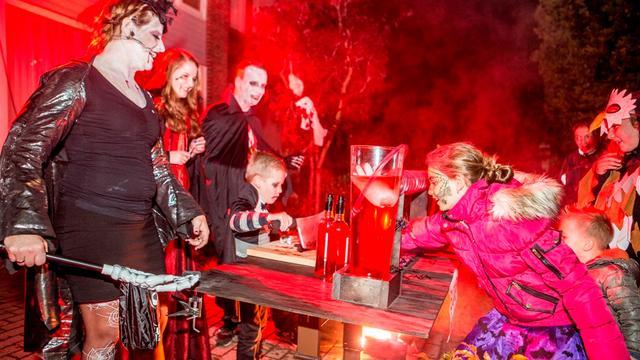 Kinderen in Heerle griezelen tijdens Halloween