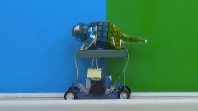 Robot verandert van kleur als kameleon