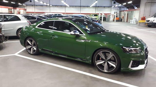 Politie neemt 10.000 euro contant en Audi RS5 in bij controle Waalhaven