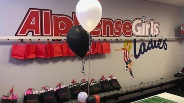 Kleedkamers voor dames bij Alphense voetbalclub officieel geopend