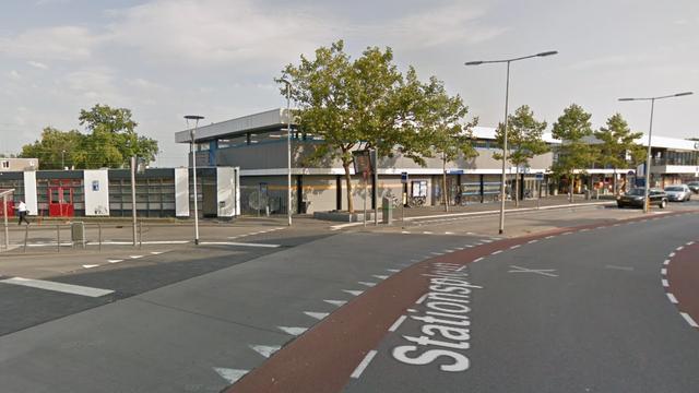 Man gestoken met schroevendraaier op stationsplein Bergen op Zoom