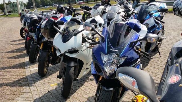 Motormeeting op parkeerplaats Hoezaar verloopt rustig