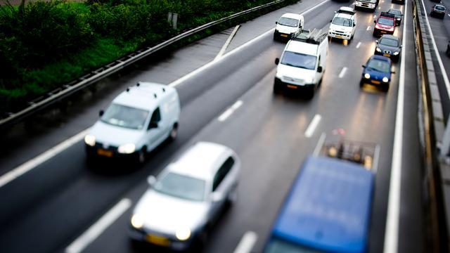 Lange file op A1 bij Diemen door kapotte vrachtwagen