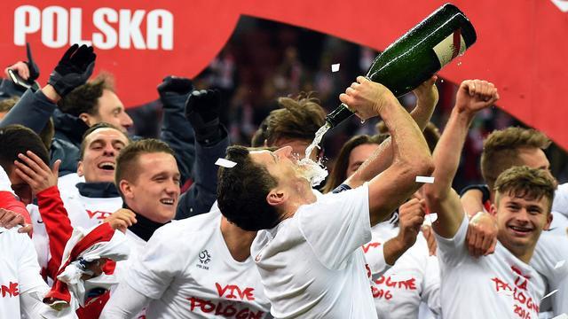 Lewandowski aangegeven bij politie vanwege drinken champagne op veld