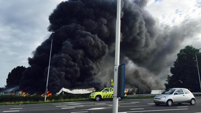 Grote brand bij bedrijf in Tilburg