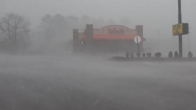 Verslaggever komt in tornado terecht in Alabama