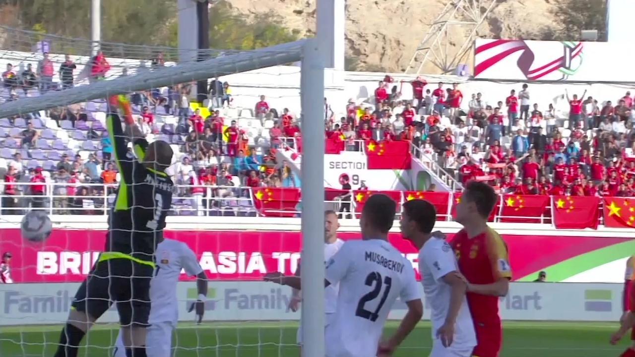 Keeper Kirgizië maakt komische blunder tijdens Azië Cup