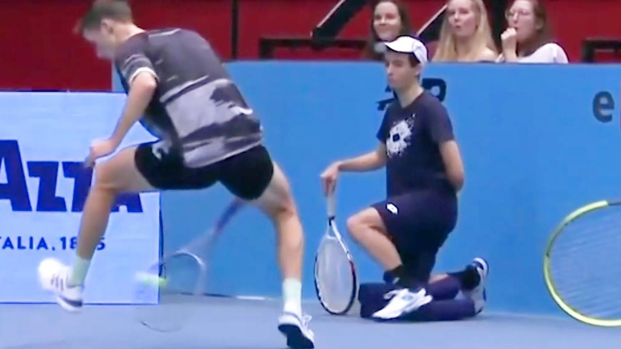 Tennisser Salisbury imponeert met 'tweener' tijdens finale dubbelspel