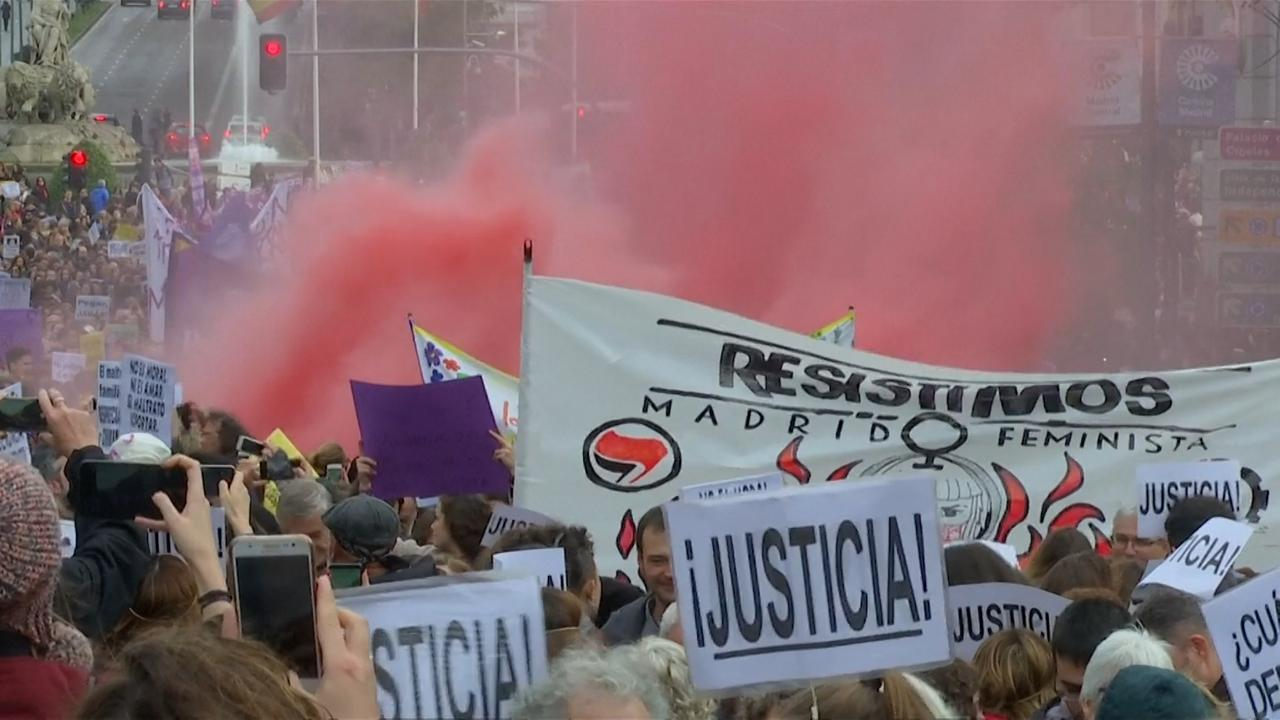 Tienduizenden Spanjaarden de straat op tegen geweld tegen vrouwen