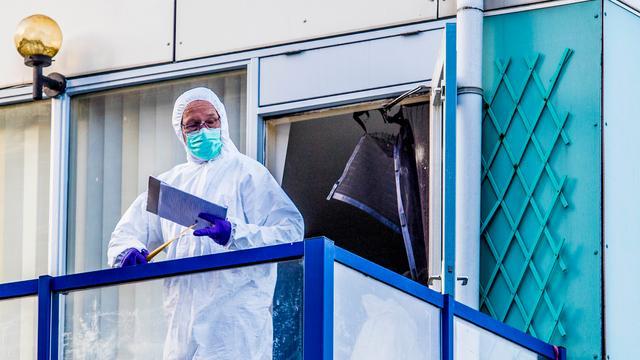 Politie weet nog niet hoe lichaam baby op balkon Schiedam terechtkwam