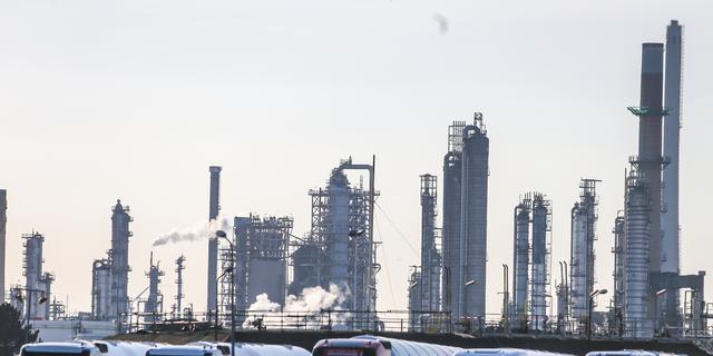 Medewerkers tankterminal HBTT in de Botlek stellen ultimatum