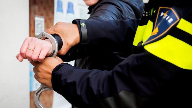 Politie houdt man aan na bedreiging met groot mes in Alphen aan den Rijn