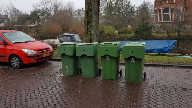 Gemeente onderzoekt opheffen parkeerplaatsen deel Rijn en Schiekade