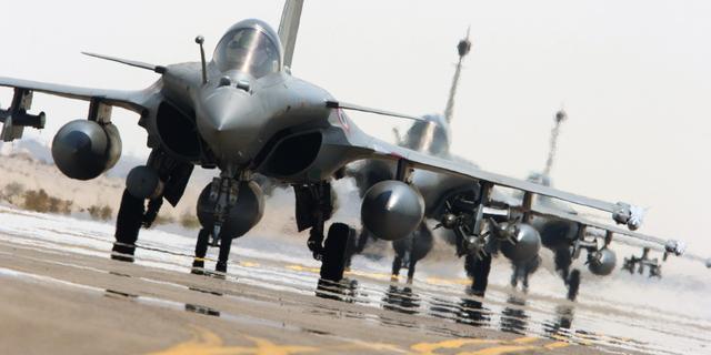 Franse gevechtsvliegtuigen vernietigen trainingskamp IS in Syrië