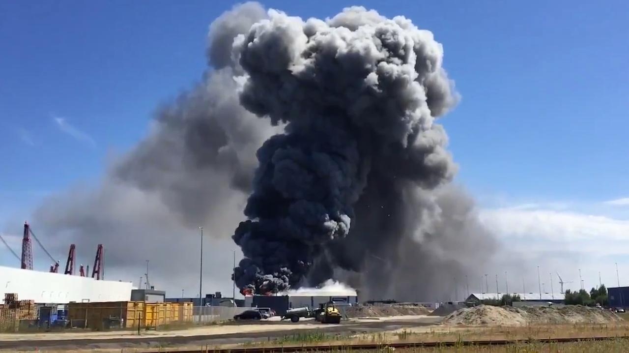 Veel rookontwikkeling bij brand op industrieterrein Ritthem