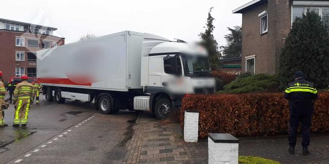 Man in Voerendaal voorkomt botsing door in rijdende vrachtwagen te stappen