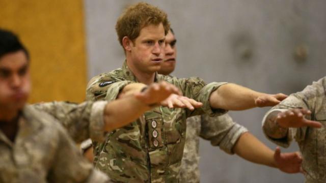 Prins Harry doet oorlogsdans in Nieuw-Zeeland
