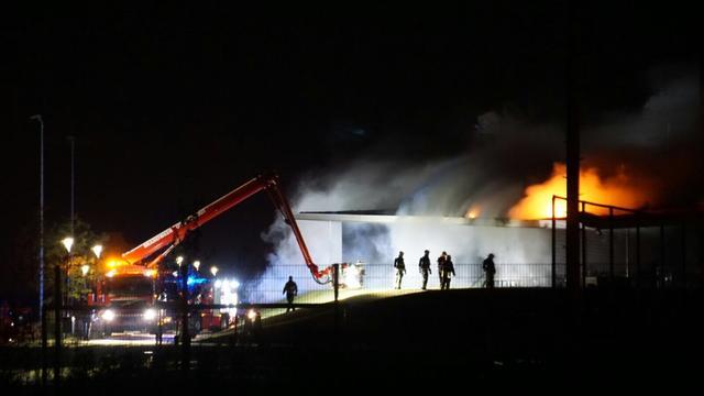 Grote brand bij sportcomplex in Noord-Brabantse Oosterhout