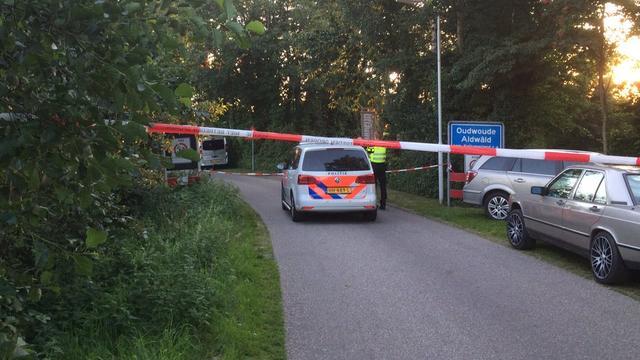 Overleden vrouw en gewonde man aangetroffen bij woning Friese Oudwoude