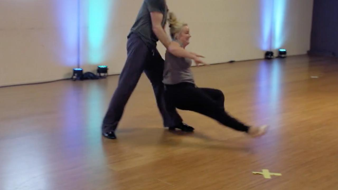 Koppels gaan onderuit in bloopervideo Dancing with the Stars