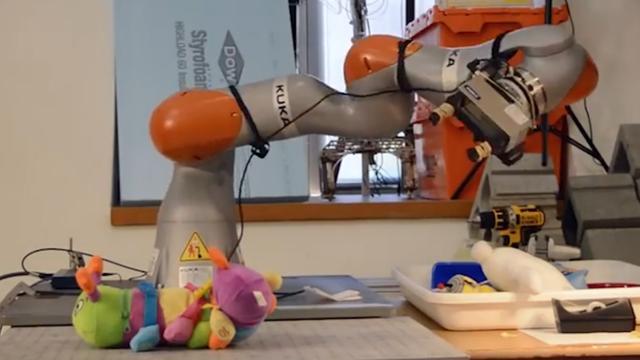 Robot leert zelf objecten kennen met camera