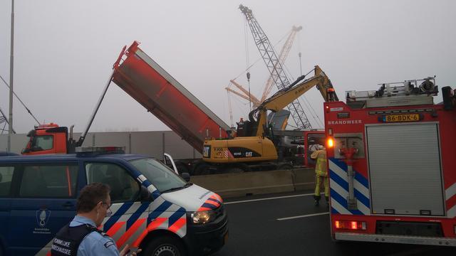 A9 bij Amsterdam hele nacht dicht na dodelijk ongeval.