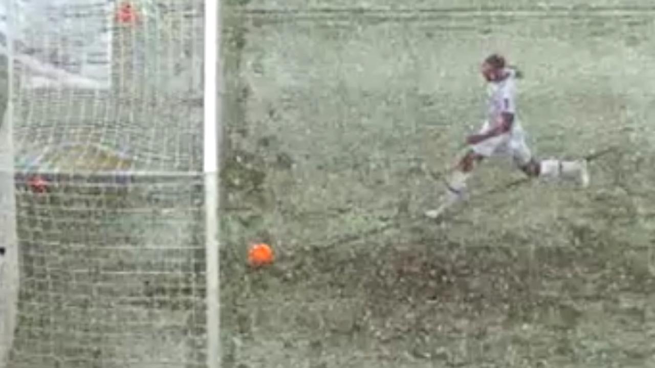 Sneeuw voorkomt doelpunt Hannover 96 tegen Bayer Leverkusen