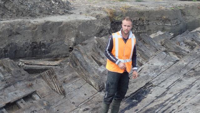 Maritiem archeoloog Yftinus van Popta aan het werk.