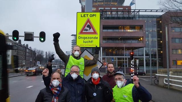 Verkeersbord tegen luchtvervuiling onthuld aan Graadt van Roggenweg