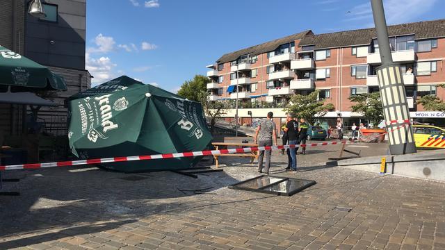 Vijf personen lichtgewond nadat auto inrijdt op terras in Veldhoven