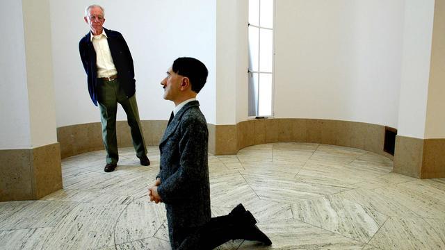 Beeld knielende Hitler geveild voor ruim 15 miljoen euro