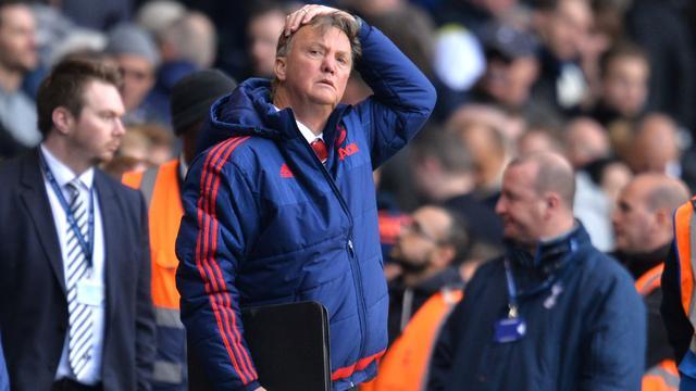 Van Gaal blijft ondanks verlies hopen op vierde plaats met United