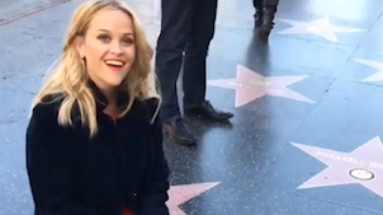 Reese Witherspoon poetst eigen ster op de Walk of Fame