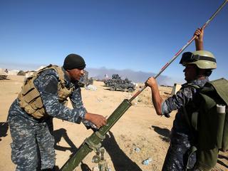 Aanval wordt ondersteund door VS, alleen regeringstroepen mogen stad in