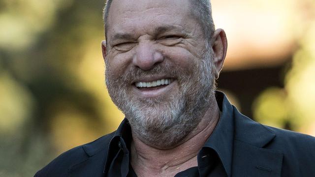 Vrouw uit nieuwe beschuldiging onzedelijk gedrag filmbaas Harvey Weinstein