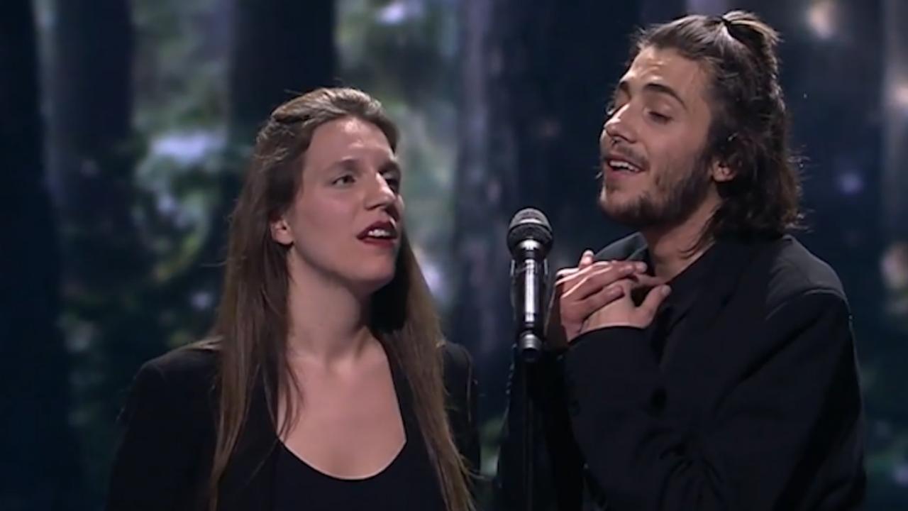Salvador Sobral zingt liedje met zus na winnen Songfestival