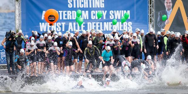 Amsterdam City Swim levert 1,8 miljoen euro op