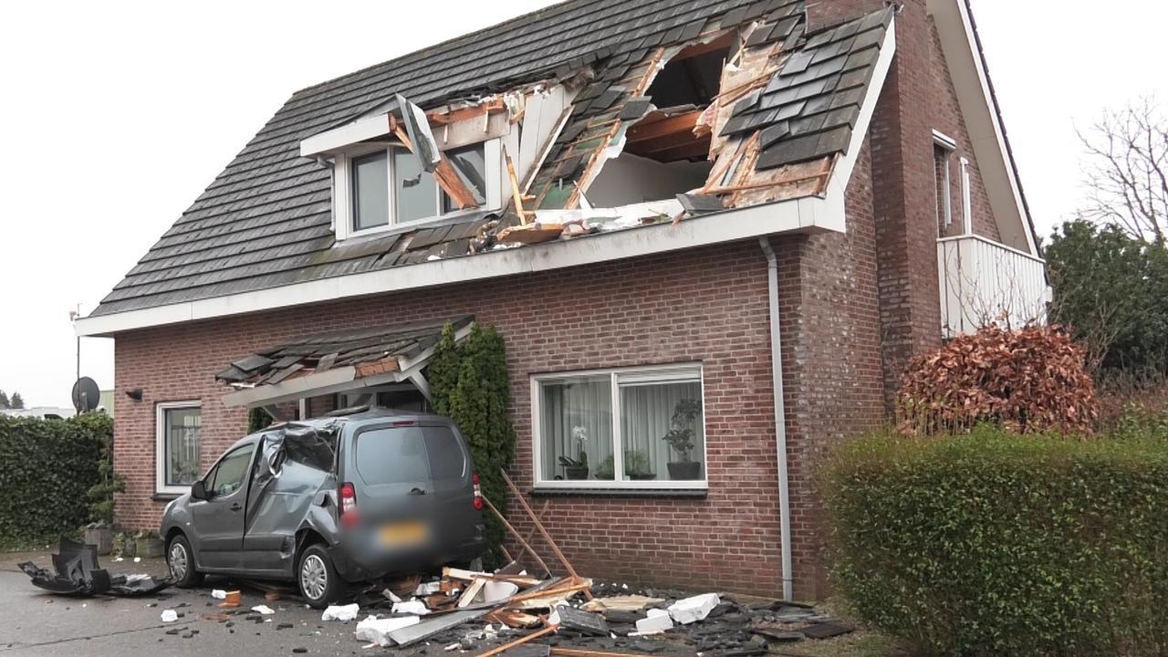 Ravage na vernieling huis en auto's met shovel in Gendt